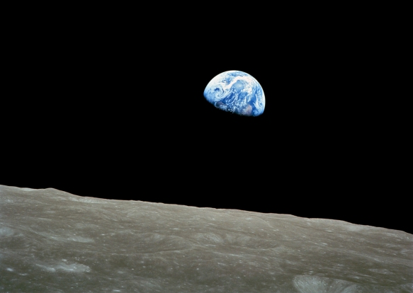 NASA-Apollo8-Dec24-Earthrise_crp